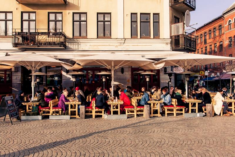 Uteservering på Möllevångstorget | Outdoor seating at Möllevångstorget