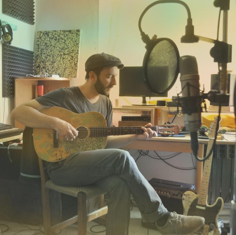 Sebastian_im Studio_gr(1)